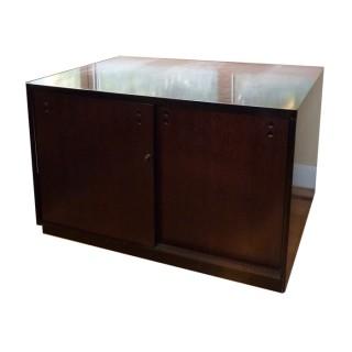 Armario medio, en madera Negra todo puertas con baldas regulables en altura