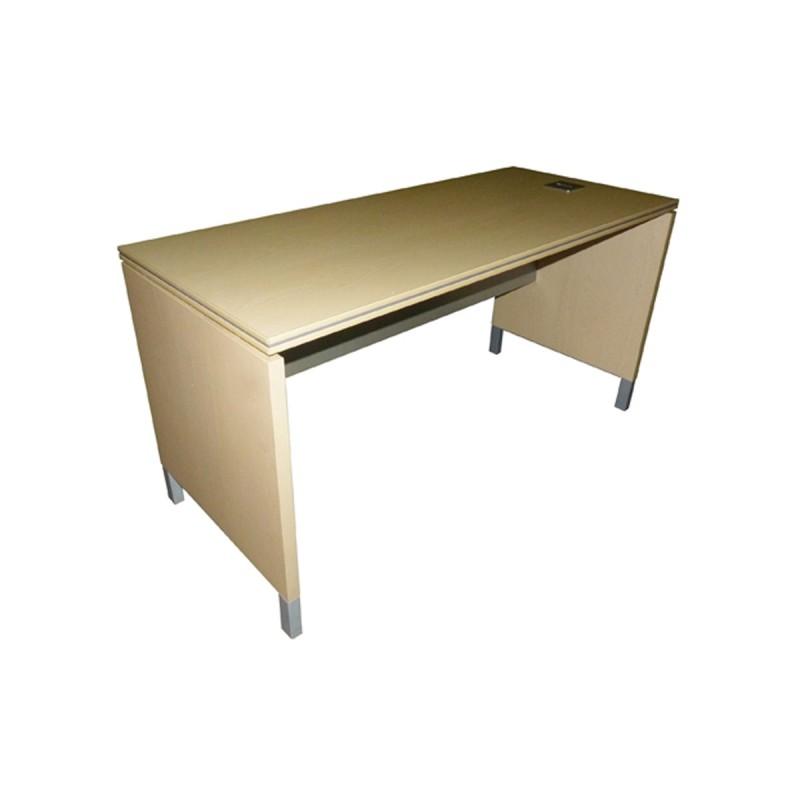 Mesa operativa/oficina en haya con pata panel y faldón